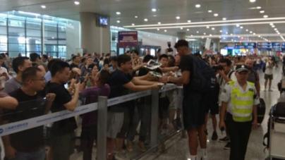 Μουντομπάσκετ 2019: Εφτασε στην Κίνα η Εθνική, λατρεία για Γιάννη [εικόνες]