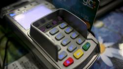 Αλλαγές στις πληρωμές με κάρτες: Τι αλλάζει σε ανέπαφες συναλλαγές και αγορές μέσω Ιντερνετ