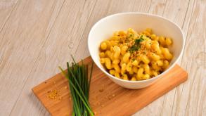 Συνταγή για μακαρόνια με πλούσια σάλτσα τυριού -Ετοιμη σε 5′ λεπτά
