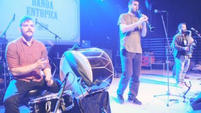Banda Entopica – Πουστσένο (βίντεο)