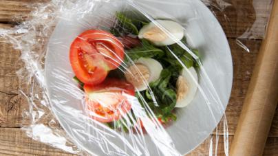 Γιατί πρέπει να βάζετε τη μεμβράνη κουζίνας στην κατάψυξη
