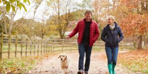 Oσοι περπατούν αργά, γερνούν γρηγορότερα -Τι αποκαλύπτει έρευνα