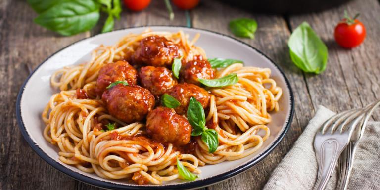 spaghetti-keftedes-kokkini-saltsa.jpg