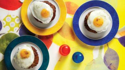 Μπιτόκ αλά ρους, κοινώς μπιφτέκια με τηγανητά αβγά