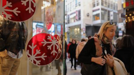 Εορταστικό ωράριο Χριστουγέννων και Πρωτοχρονιάς: Πως θα λειτουργήσουν τα μαγαζιά