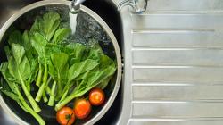 Πώς αφαιρώ τα φυτοφάρμακα από φρούτα και λαχανικά;