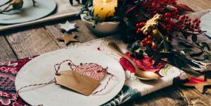 Χριστουγεννιάτικη διακόσμηση: Πώς να στρώσετε το τέλειο τραπέζι και να εντυπωσιάσετε τους καλεσμένους σας [εικόνες]