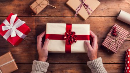 Το κόλπο για τυλίξετε τα δώρα σας μεμιάς -Τόσα χρόνια το κάναμε λάθος [βίντεο]