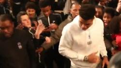 Στο Παρίσι ο Γιάννης Αντετοκούνμπο -Ο ξέφρενος χορός του που ξεσήκωσε τα πλήθη [βίντεο]