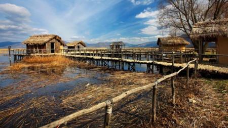 Καστοριά: Πώς ανακαλύφθηκε στον βυθό της λίμνης το προϊστορικό χωριό που χτίστηκε πριν από χιλιετίες στην Ελλάδα….
