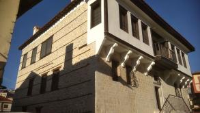 """Καστοριά: Βόλτα στα αρχοντικά του """"Κάστρου"""" με τον Νίκο Δόικο (φωτογραφίες)"""