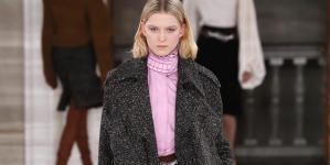 Ούτε μίντι ούτε μάξι -Η Βικτόρια Μπέκαμ προτείνει ένα νέο ασυνήθιστο μήκος φούστας μέσα από τη συλλογή της