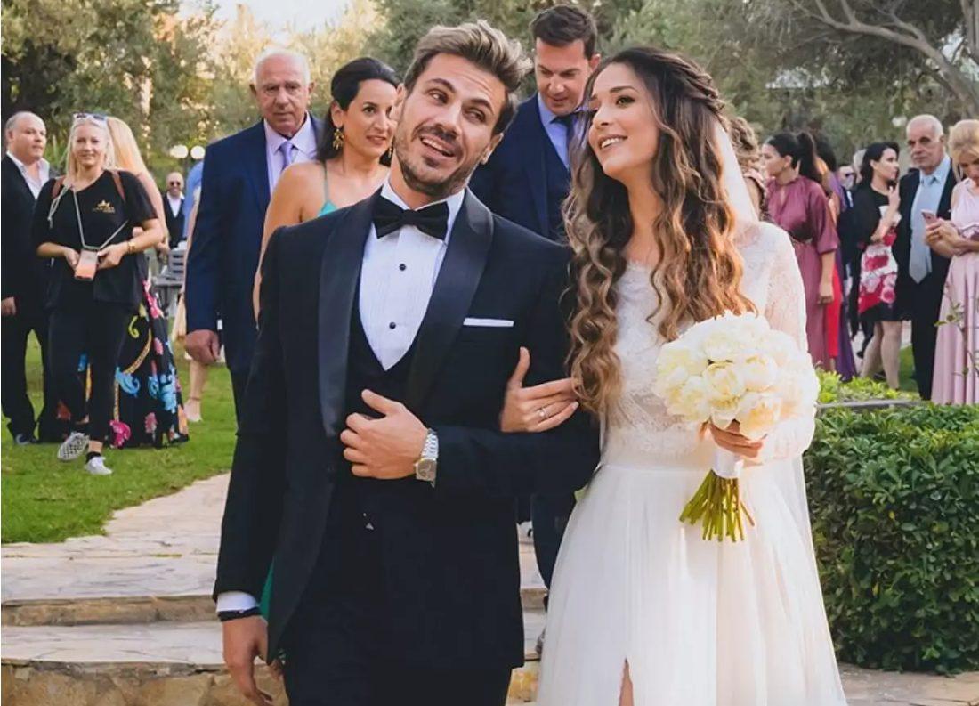 Screenshot-2021-09-30-at-18-31-50-Άκης-Πετρετζίκης-Το-φωτογραφικό-άλμπουμ-του-γάμου-και-της-βάφτισης-του-γιου-του-και-τα-τρ....jpg